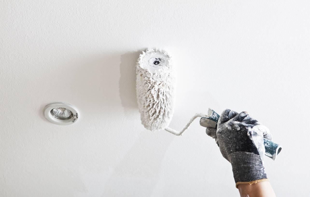 Comment bien repeindre un plafond